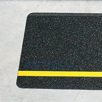 Противоскользящая черная наклейка с жёлтой вставкой